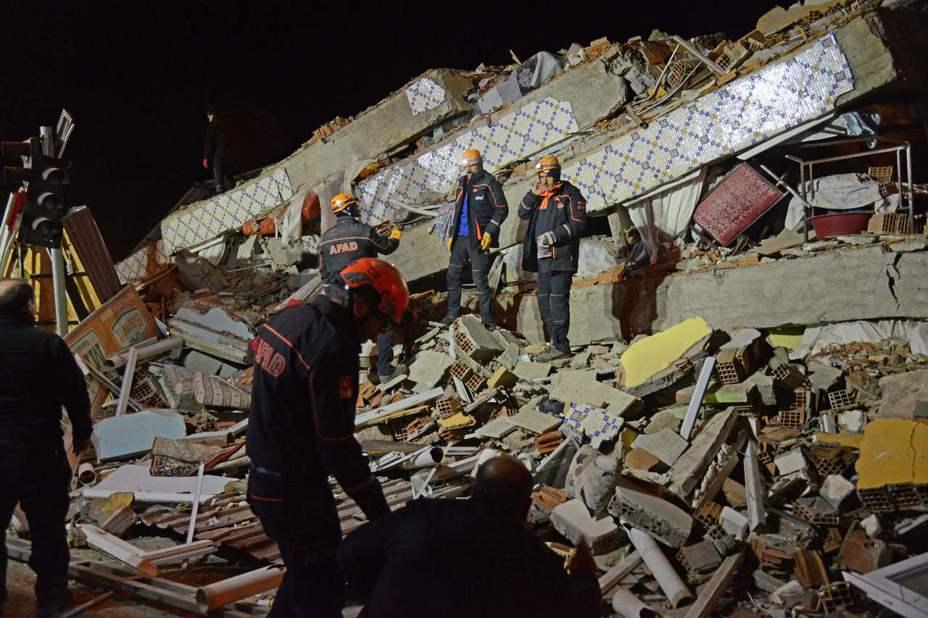 土耳其東部艾拉齊省昨晚發生規模6.8強震,造成至少21人死亡,超過1000人受傷。法新社