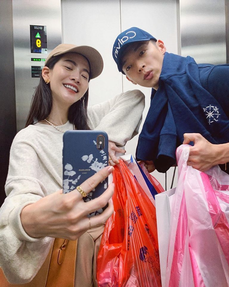 曾之喬(左)與辰亦儒新婚一起過年。圖/摘自臉書