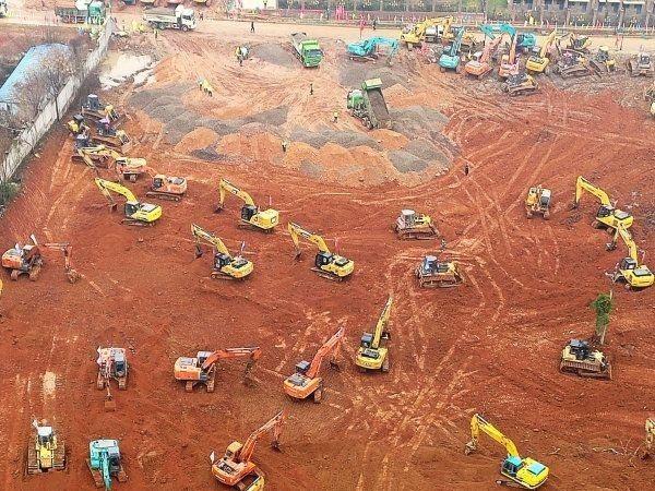 武漢將興建一座集中收治新型冠狀病毒肺炎患者的專門醫院,24日已經完成醫院用地整地工程。(取自《長江日報》)