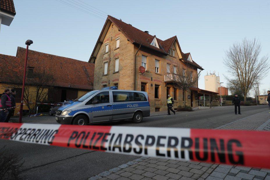 德國南部德國巴登-符騰堡州的濱湖羅特(Rot am See)24日驚傳喋血家庭命案,一名26歲男子在一間酒吧內,持槍射殺家庭成員,造成6死2重傷的慘劇。歐新