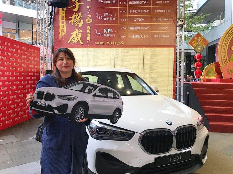 新光三越台北信義新天地福袋大獎BMW得主連小姐首次買福袋。記者江佩君/攝影