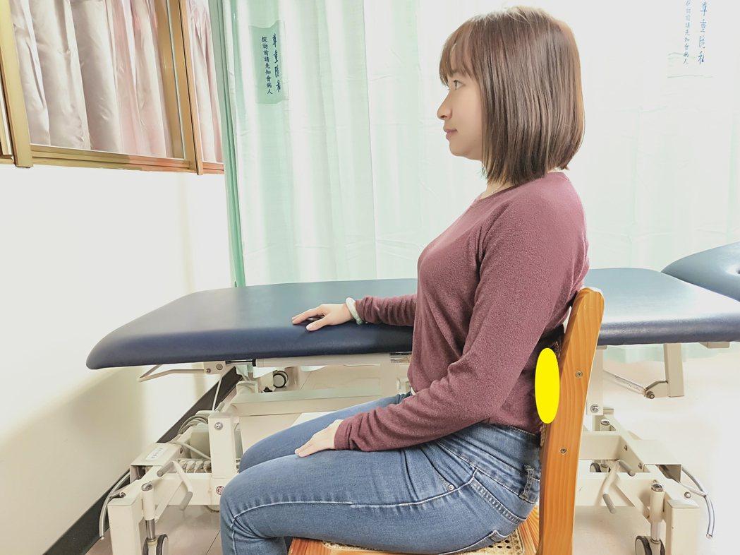 端正坐姿得人疼:坐姿時,頸部微縮下巴、不聳肩、腰部直立若須久坐不舒服時,...