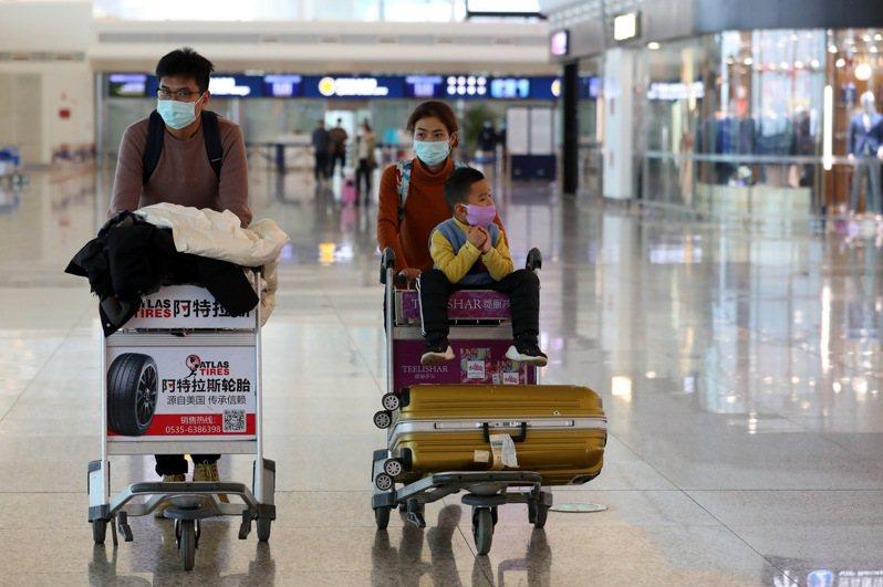武漢肺炎讓全球如坐針氈,隨著疫情逐漸擴大,23日10時起武漢「封城」防疫。 中新社