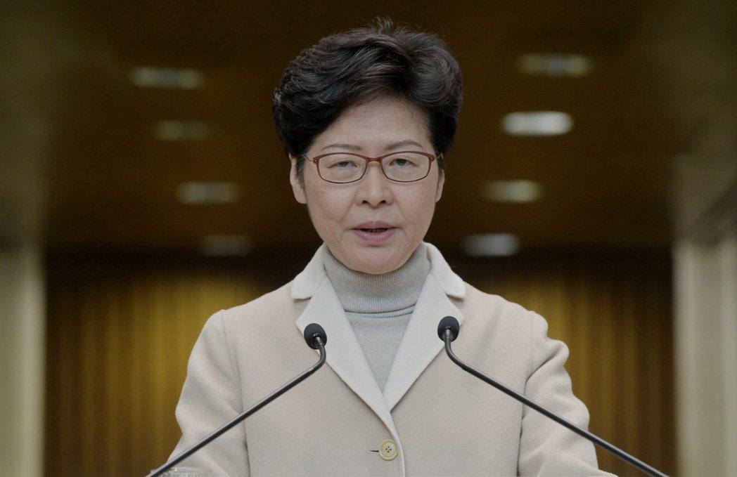 香港行政長官林鄭月娥25日宣布,將武漢肺炎應變級別提升至「緊急」的最高級別。(新...