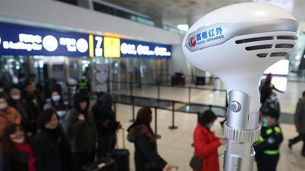 圖為封城前,武漢天河機場21日景象,仍有不少旅客出入武漢。 新華網