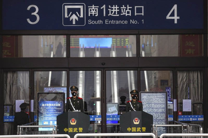 武漢市長周先旺今晚(26日)表示,目前有500多萬人離開武漢,還有900萬人留在城裡。 美聯社