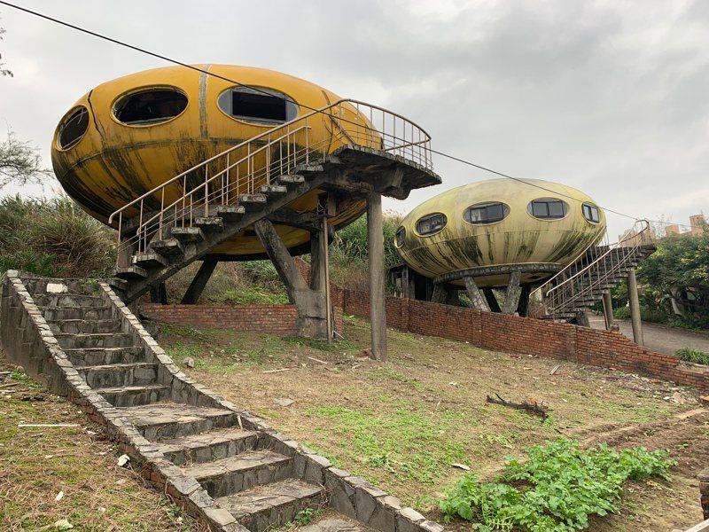 太空玲瓏屋位於新北市萬里區翡翠灣,30多年前建造至今,雖年久失修,但飛碟般造型仍成為喜愛「廢墟感」的網友打卡熱點。中央社
