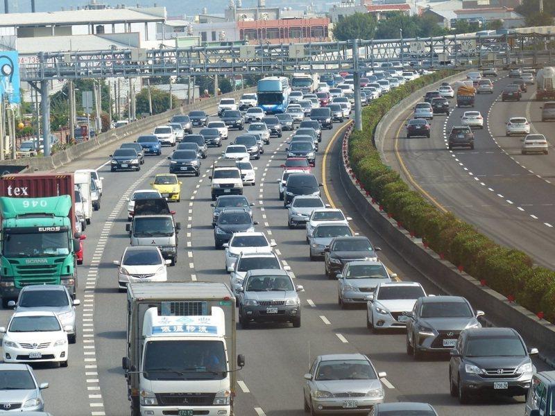 今天是大年初二回娘家,高速公路局預估,國道雙向總延車公里是平日1.7倍。本報資料照片