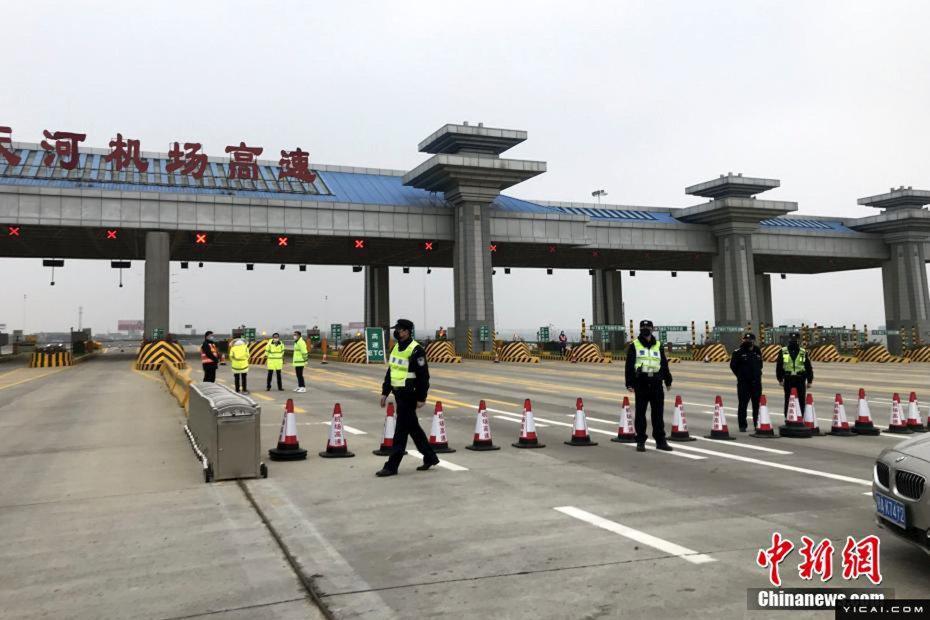 前往武漢天河機場的高速公路,已在23日封閉。(中新網)