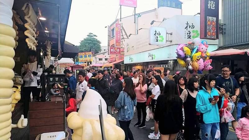 昨天大年初一,台南市安平老街湧現眾多人潮。圖/台南市觀光旅遊局提供