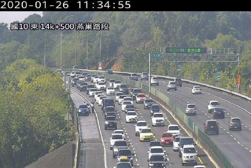 今天上午11時30分,國10東向13.9k發生2小車追撞事故,回堵約7公里。圖/高公局提供