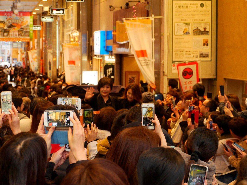 唐美雲受邀赴日本愛媛縣參加「愛媛國際電影節」,受到不少日本粉絲歡迎。圖/民視提供