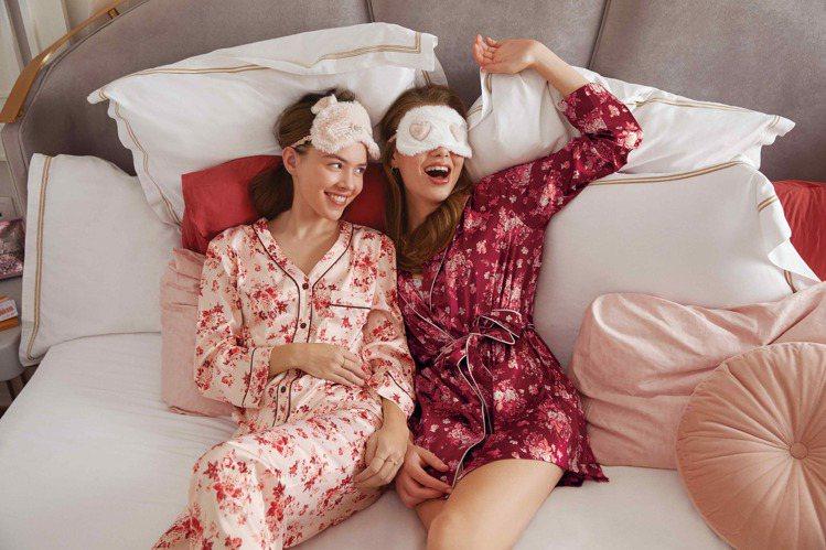 開運紅系列印花緞面睡衣。圖/6IXTY8IGHT提供