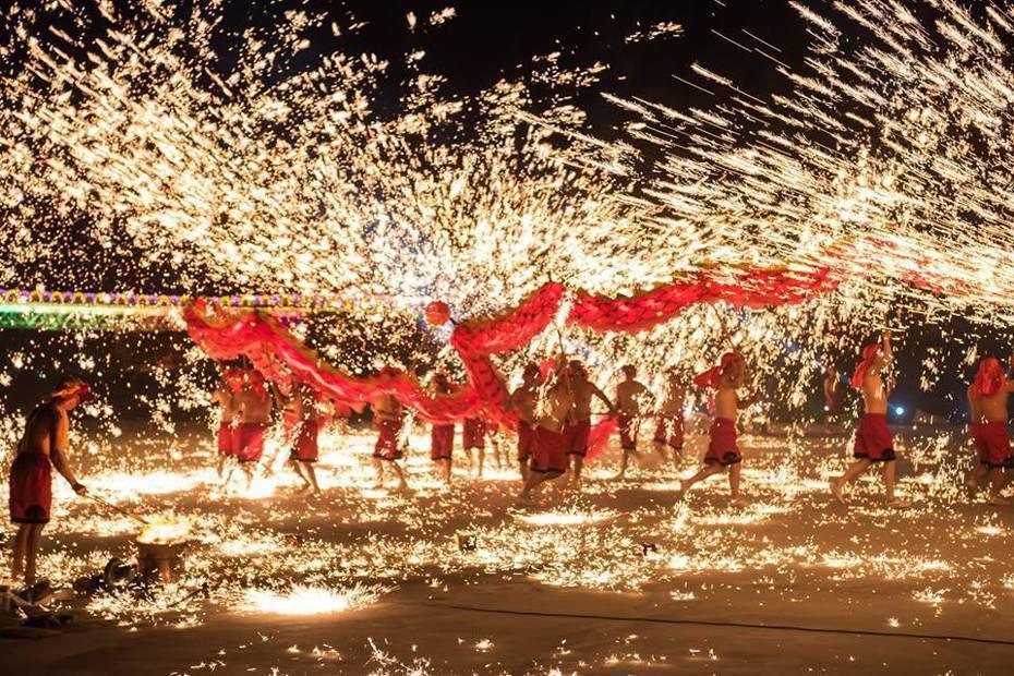 「中國三大非物質文化遺產「重慶銅梁火龍」今年4度受邀來台,但因武漢肺炎在陸失控,來台演出喊停。圖/南投縣政府提供