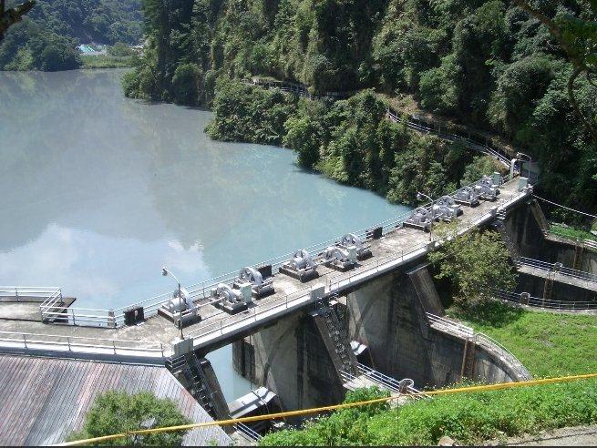 具有近百年歷史的南投仁愛鄉武界壩因地理構造而呈現自然的淡綠色,擁有「台版牛奶湖」之稱。圖/經濟部提供
