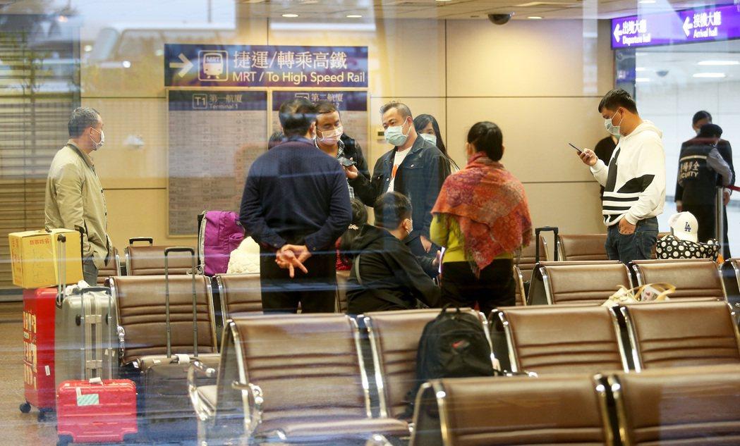 武漢新型冠狀病毒肺炎疫情嚴峻,滯留在台灣的湖北旅行團旅客,其中1團13名旅客,2...