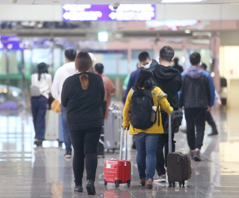 中央流行疫情指揮中心今傍晚新增第7項來台限制。記者陳嘉寧/攝影