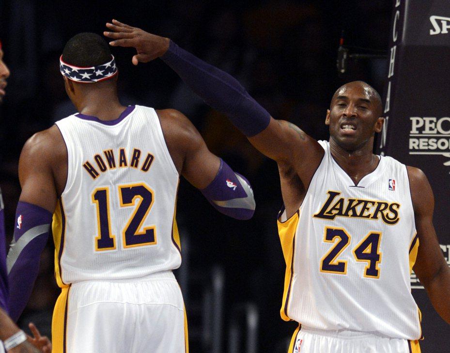 哈沃德(左)相隔超過10年再挑戰NBA灌籃大賽,上周他才透露想找過往曾有嫌隙的布萊恩(右)幫忙。 歐新社