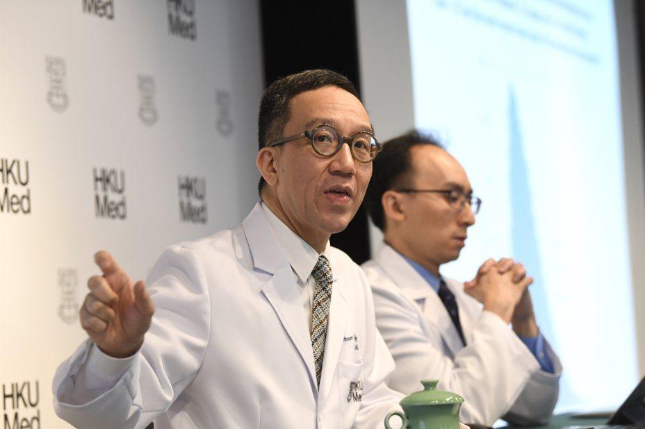 香港大學醫學院院長梁卓偉表示,截至大年初一(25日),估算武漢應有不少於2.5萬人確診。圖/香港中通社