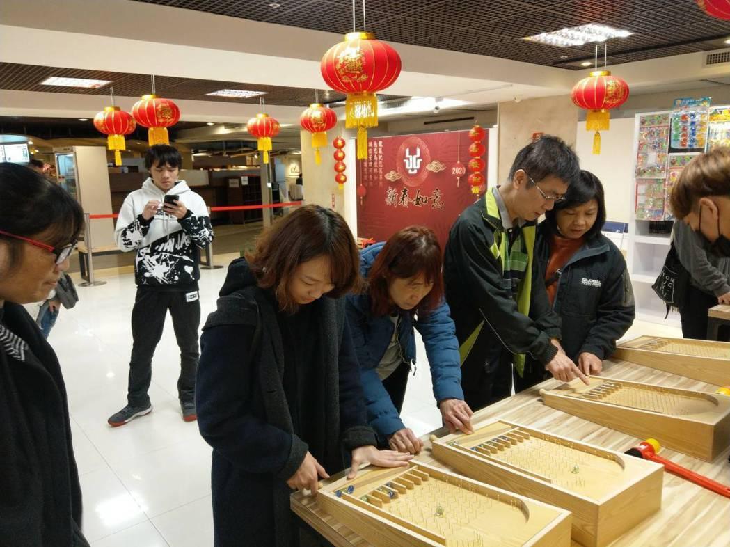1/23~1/29過年期間真龍殿內舉辦的「古早童趣過新年」活動。龍巖/提供