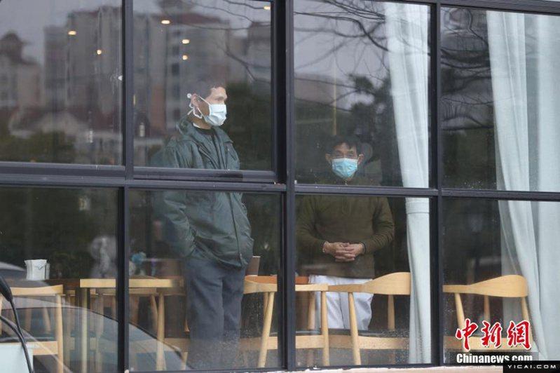 為防控疫情,26日起,上海對來自「重點地區」人員採取集中醫學觀察14天措施。(中新網)