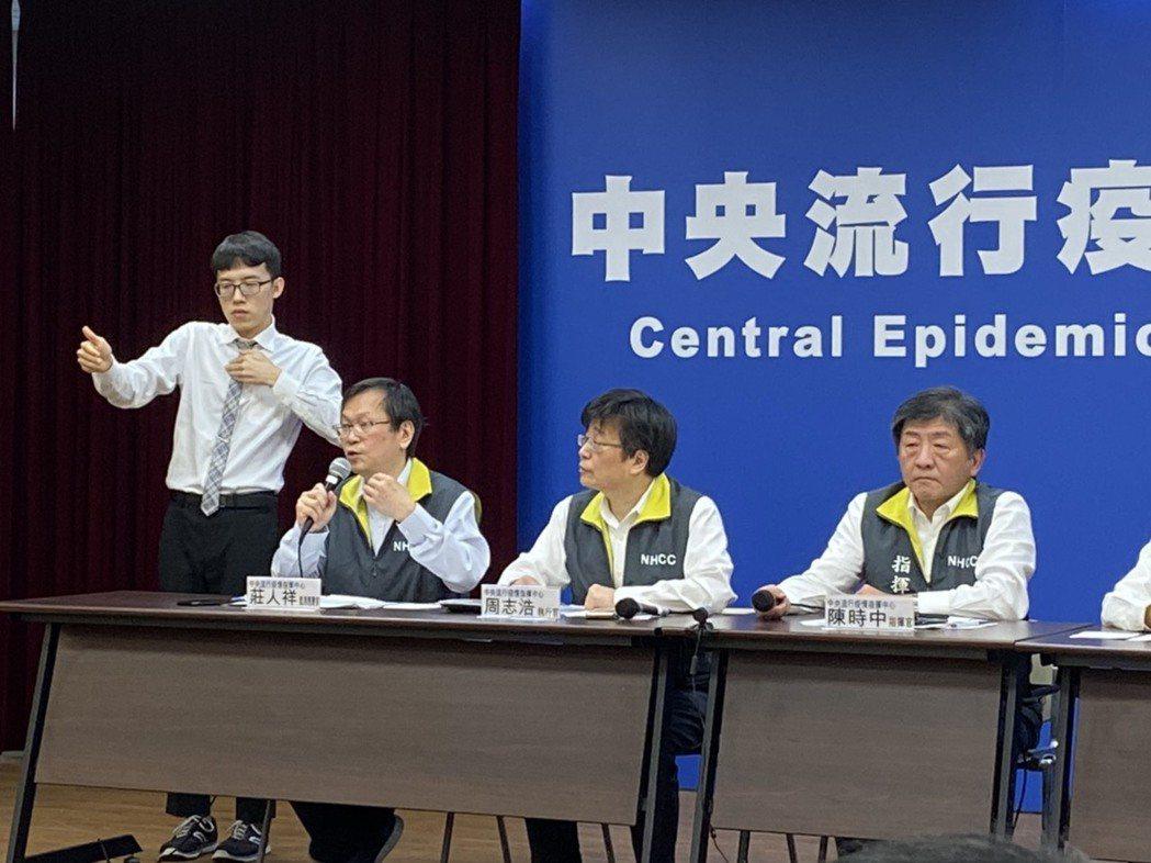 中央流行疫情指揮中心,今下午公布國內出現第5例確診個案,為中部50多歲女性,但特...