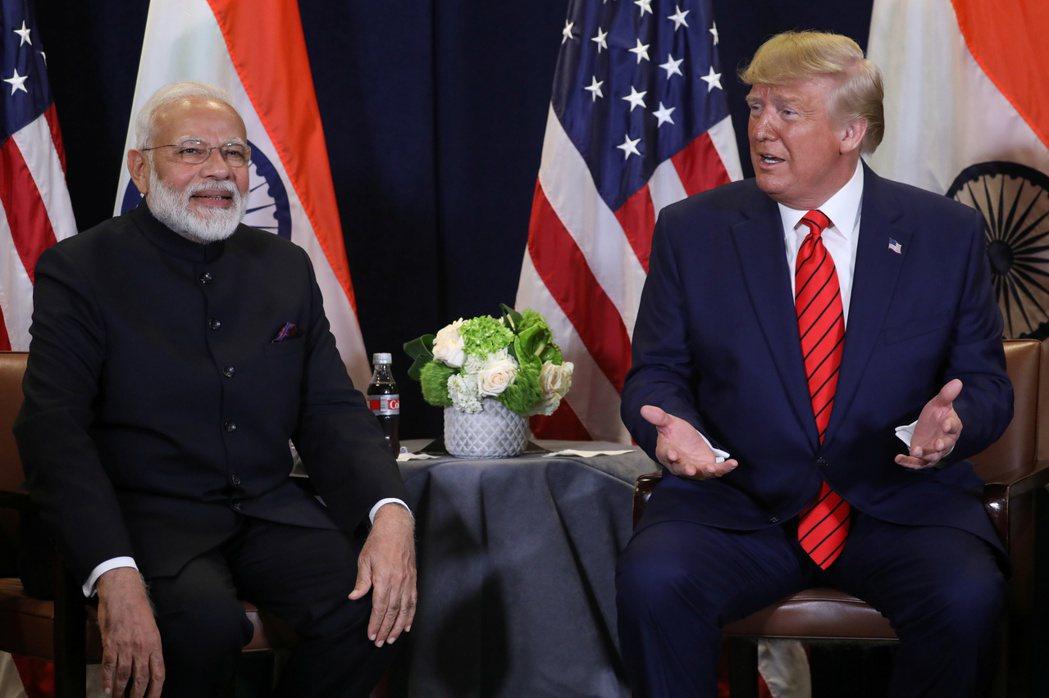 印度總理莫迪(左)與美國總統川普,圖為兩人去年在聯合國大會期間會談的檔案照。  ...