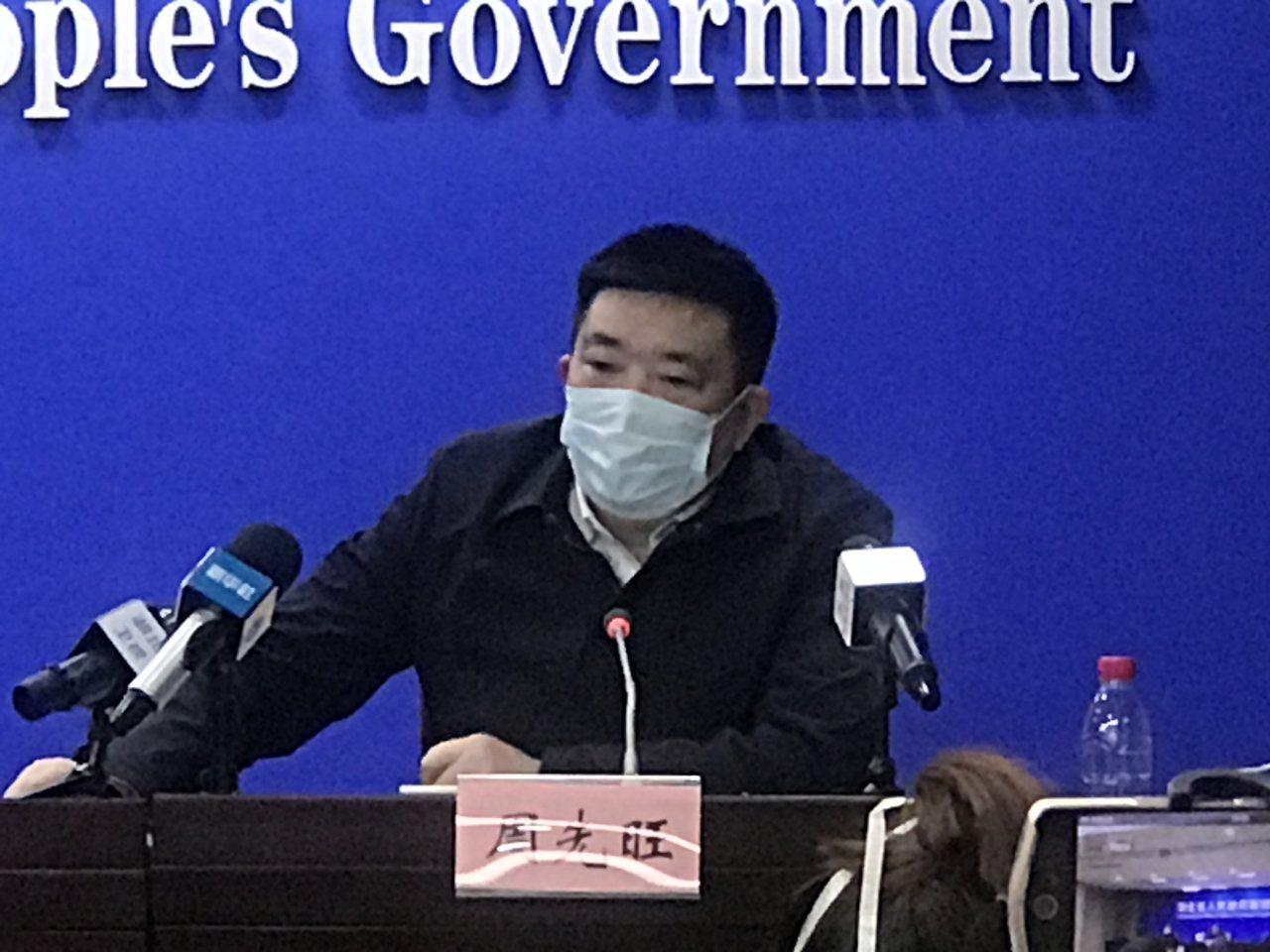 湖北舉行新型肺炎疫情防控工作新聞發布會。圖為武漢市市長周先旺。 (中新社)