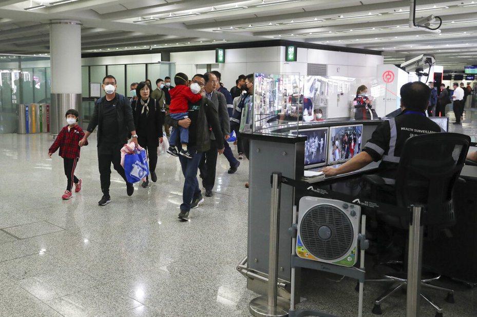 一名武漢肺炎患者由武漢搭港龍班機赴港後,再搭國泰飛往美國洛杉磯,隨後在美國確診。 美聯社