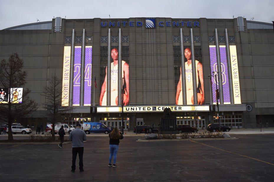 芝加哥公牛隊主場聯合中心悼念布萊恩。 美聯社