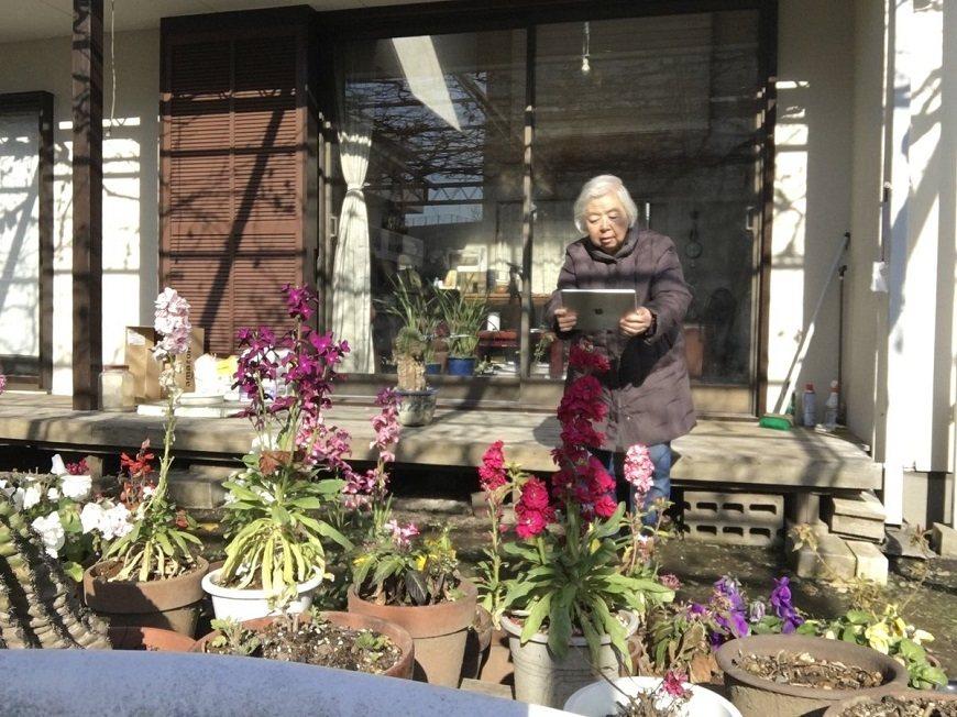 丈夫幾年前過世,如今一人獨居的溝井奶奶,每天仍然自行照顧庭院的花花草草、自己做飯...