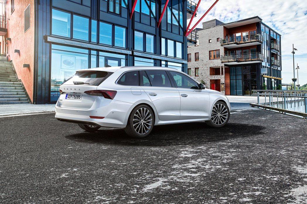 新世代ŠKODA Octavia RS也會提供汽、柴油兩種動力車型。圖為第四代Š...