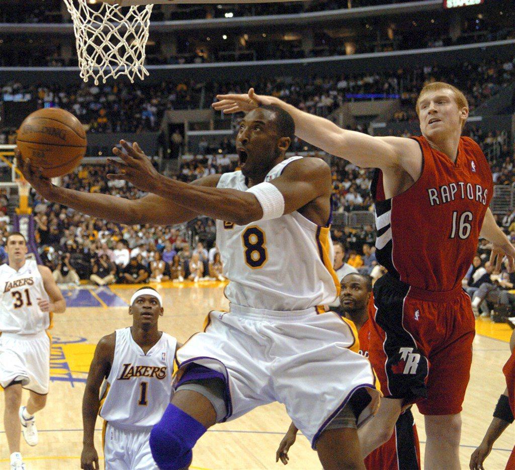 2006年,湖人與暴龍隊的比賽中,Kobe一人狂轟81分。 圖/美聯社
