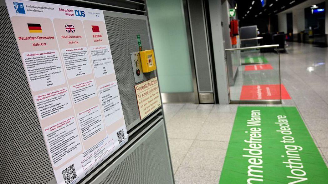 德國也確診第一個武漢肺炎病例。圖為杜塞多夫機場張貼的防疫告示。 (歐新社)