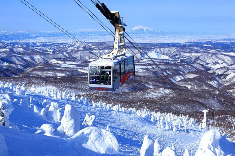在八甲田山中的樹冰,擁有強大的視覺震撼力。圖/JR東日本提供