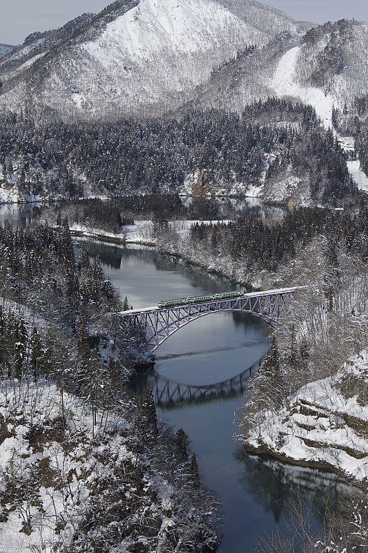 「只見線」被日本經濟新聞選為「最美賞楓鐵道路線」第1名,更被獲選為「絕美雪景支線...
