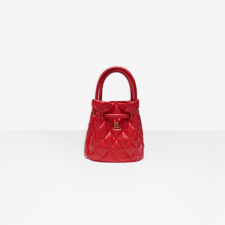 TOUCH BUCKET BAG S 斜紋水桶包,47,200元。圖/摘自官網