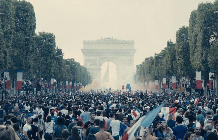 「悲慘世界」獲獎頻頻,重現法國首度贏得世足賽冠軍、數10萬人齊聚巴黎凱旋門的壯觀