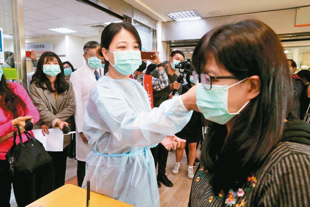 國內病毒專家蘇益仁說,若2019新型冠狀病毒可在個案還沒發燒就具感染力,將變得跟...