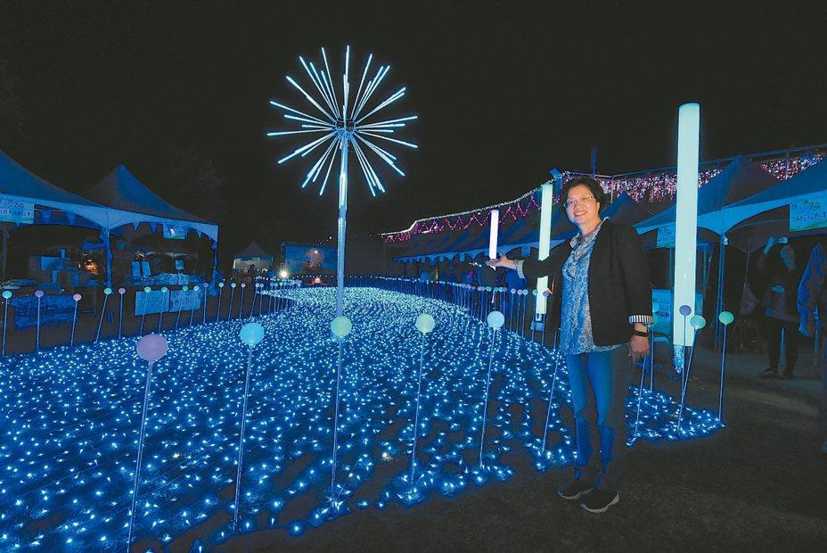 彰化八卦山大佛區的「彰化月影燈季」,50萬顆LED燈讓大佛亮起來。 圖/彰化縣府提供