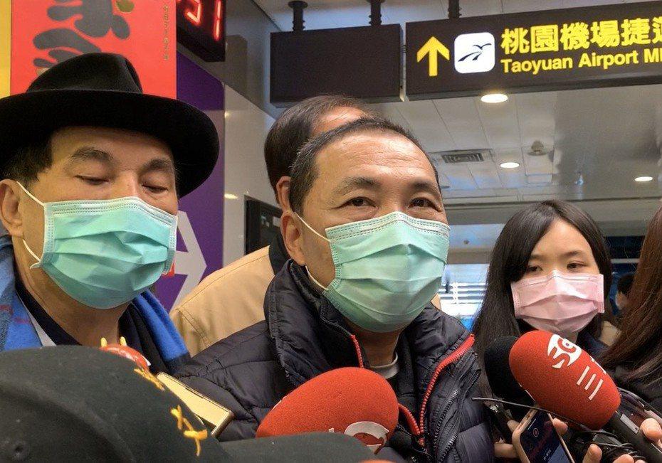 侯友宜戴上口罩,指這是「健康的自我管理」。 記者張曼蘋/攝影