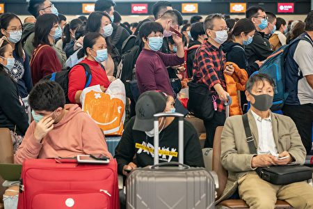 206名首批撤離武漢的日僑,當中有4人出現發燒或咳嗽症狀,1人身體不適。 旅客示意圖/路透