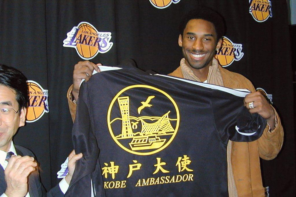 2001年12月13日,Kobe擔任日本神戶推廣大使畫面。 圖/美聯社
