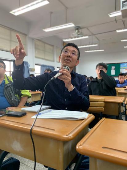 網際智慧晁旭光總經理認為學生於大一課程就能擁抱最新技術,並投入到有意義的專題實作...