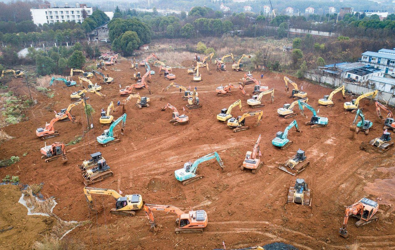 1月24日在武漢蔡甸區知音湖武漢職工療養院附近拍攝的參照「小湯山」模式新建專門醫...