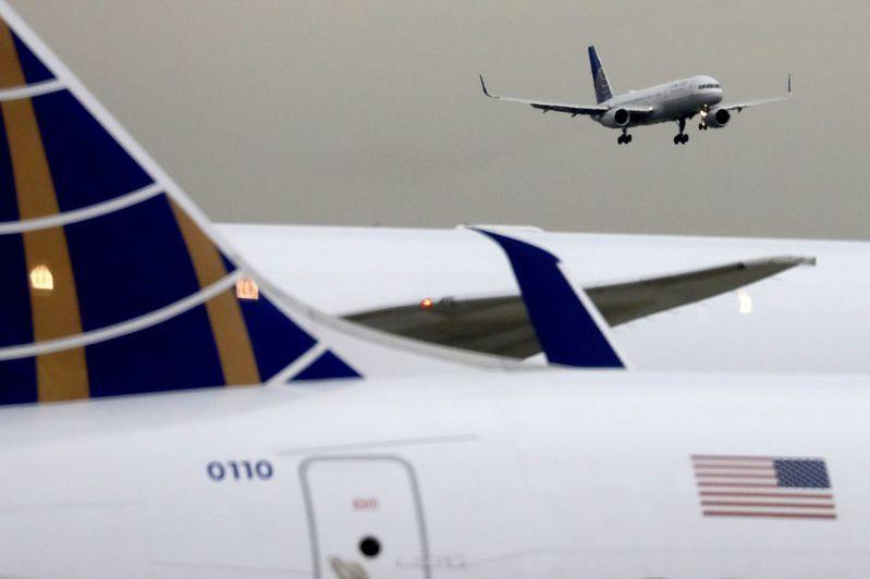 聯合航空公司(UAL)已取消數十個前往香港和中國內地的航班。路透