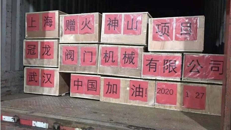 上海冠龍閥門捐贈價值人民幣30萬元的2000多台閥門設備,已運抵武漢火神山、雷神山醫院,並安排專業技術人員,協助在建工程順利投入使用。圖/上海台協