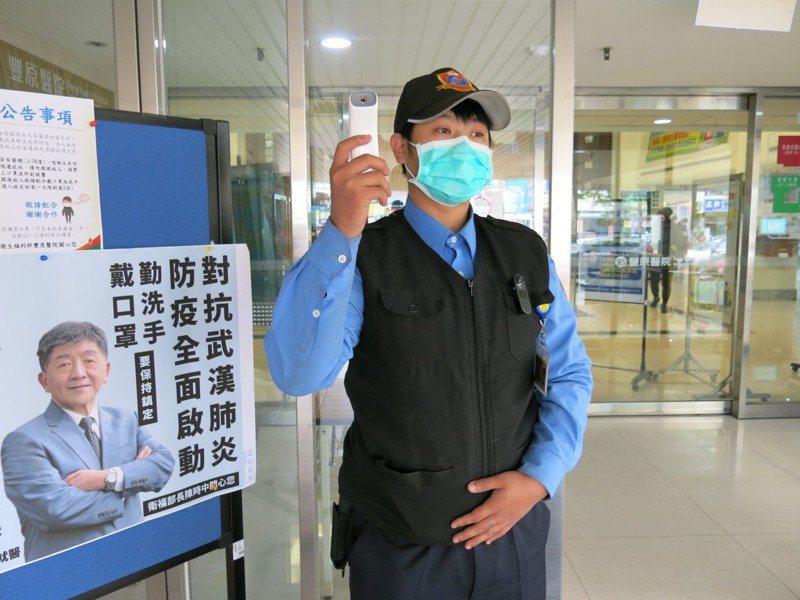 衛福部豐原醫院醫師提醒,口罩要戴正確。圖/衛福部豐原醫院提供