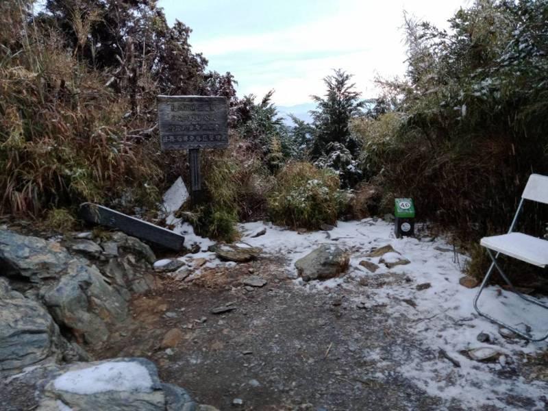 圖為北大武山7.9k稜線的殘雪。圖/屏東林管處提供