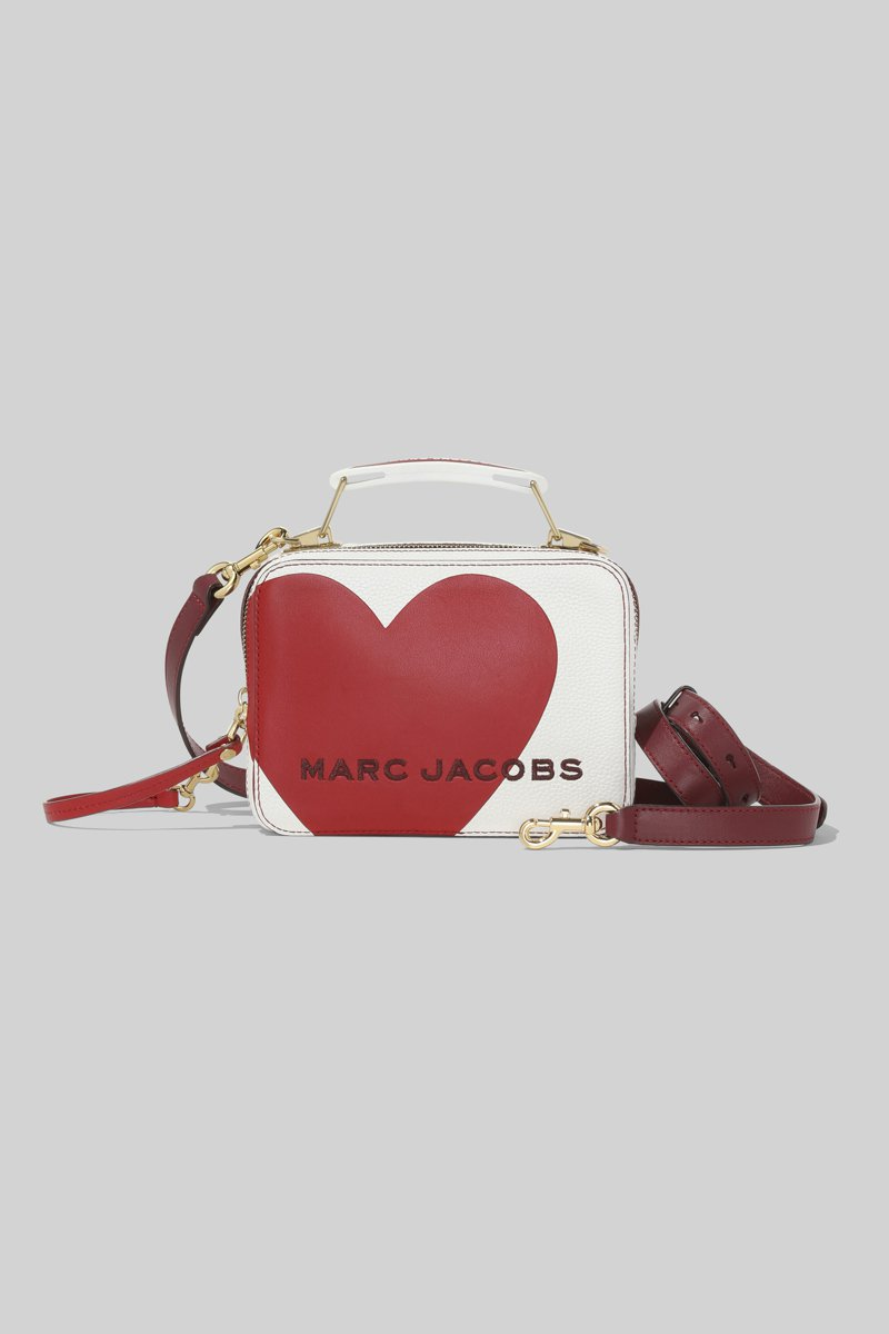 嵌入你心系列-The Box包,18,900元 (23cm),15,900元(20cm) 。圖/Marc Jacobs提供
